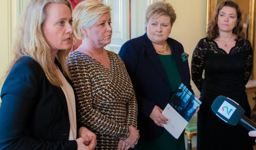 Fra venstre: Arbeids- og sosialminister Anniken Hauglie, finansminister Siv Jensen, statsminister Erna Solberg, adm.dir. i NHO Kristin Skogen Lund