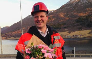 Solvik-Olsen med hjelm og rosa Germini