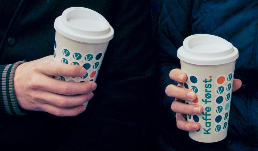 Venstre - Kaffe først.