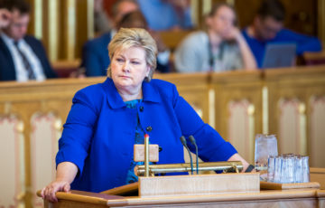 Statsminister Erna Solberg (H) svarer på spørsmål
